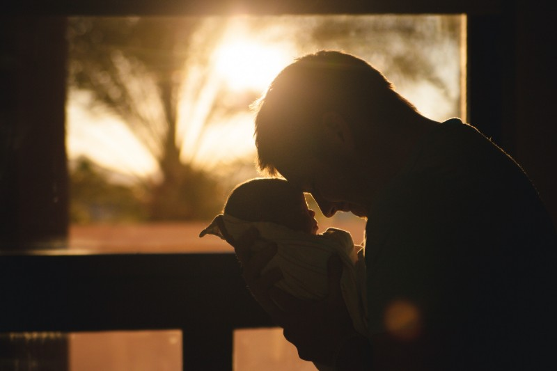 baby-and-dad-sunset